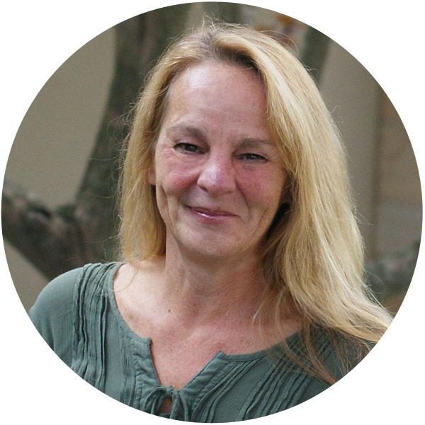 Suzanne Jakab